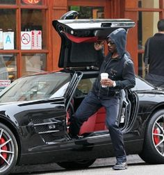 If Eddie Murphy was trying to hide from the paparazzi with that hood and sunglasses, he should've known the effort was pointless. This black and red Mercedes-Benz SLS will attract the media and regular folks alike from miles away.