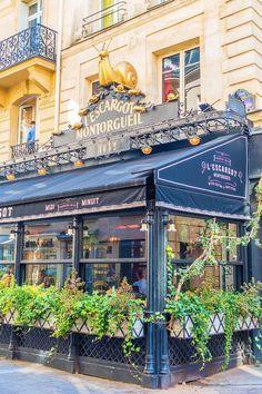 Explore the best neighborhoods in Paris and see all the iconic landmarks with these Paris Walking Tours Maps! Paris 3, Grand Paris, Paris Cafe, Paris France, France Cafe, Restaurant Paris, Outdoor Restaurant, Paris Travel, France Travel