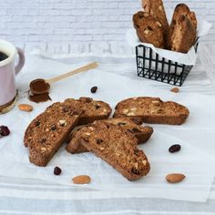 Prajitura cu morcovi si fulgi de ovaz | Foodieopedia Prosecco, Raw Vegan, Gingerbread Cookies, Banana Bread, Panna Cotta, Avocado, Cooking Recipes, Biscotti, Breakfast