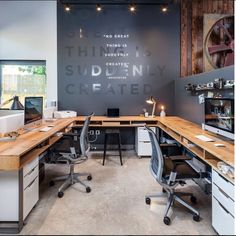 Browse pictures of home office design. Here are our favorite home office ideas that let you work from home. Shared them so you can learn how to work. Small Office Design, Office Interior Design, Office Interiors, Office Designs, Office Wall Design, Industrial Office Design, Design Studio Office, Modern Interior, Interior Office