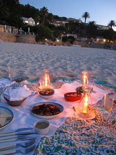 Beach picnic would be nice - maybe Cape Cod or somewhere on the West Coast for an awesome sunset #picnicwithaview @lundbergfarms