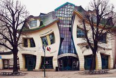 "Fernando Bruccoleri (@ferbruccoleri) | Twitter Fernando Bruccoleri @ferbruccoleri  2 jun. Les presento el centro comercial ""The Krzywy Domek"" en Polonia."