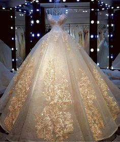 Here is a ball gown in a style wedding dress with & embroidery and other embellishments. Custom Hier ist ein Ballkleid in a Stil Hochzeitskleid mit & Stickerei und andere Verzierungen. Princess Style Wedding Dresses, Dream Wedding Dresses, Wedding Gowns, Wedding Dress With Gold, Champagne Wedding, Beauty And The Beast Wedding Dresses, Punk Wedding, Wedding Mehndi, Champagne Dress