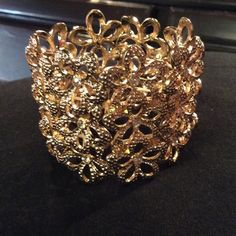 GOLD STRETCH BRACELET GOLD STRETCH BRACELET WITH RHINESTONES. FLOWER PETAL DESIGN. BOUTIQUE Jewelry Bracelets