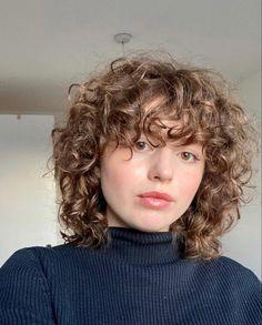 Curly Permed Hair, Permed Hairstyles, Curly Bangs, Haircuts For Curly Hair, Curly Hair Tips, Curly Hair Styles, Hair Inspo, Hair Inspiration, Aesthetic Hair
