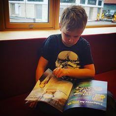 Besøk på biblioteket er obligatorisk i vinterferien  #bibliotek #flekkefjordbibliotek #vinterferie #lesehest #barnebarn #smaabyen #smaabyenflekkefjord #iloveflekkefjord #leselyst #lese