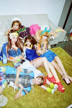 f(x) Victoria, Amber, Krystal, Luna, and Sulli Kpop Girl Groups, Korean Girl Groups, Kpop Girls, Sulli, Fx Red Light, Victoria Song, Choi Jin, Krystal Jung, Electric Shock
