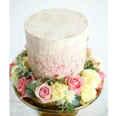 ❤Attention Buttercream lovers❤ . We still have spaces left in our painted floral buttercream cake class on Saturday 16th July...you will learn to frost, achieve sharp edges, paint with buttercream a custom design of your choosing, wire real flowers and attach to cake...ON TOP of all that, you will learn how to make your own amazing buttercream recipe + you take home your very own new tool set and custom creation to impress your family & friends xxx . Please email info@sweetbloomcakes.com.au…