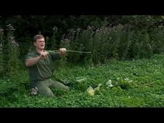 Ray Mears - How to make natural cordage from nettles, Bushcraft Survival - YouTube