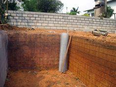 """A Bacia de Evapotranspiração, conhecida popularmente como """"fossa de bananeiras"""", é um sistema fechado de tratamento de água negra, aquela usada na descarga de sanitários convencionais. …"""