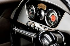 Dashboard Morgan EV3 in der #UK1909 Selfridges Edition