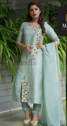 Good Free Embroidery Designs for kurtis Tips Embroidering is often a stunning way to provide light for your property and an incredible activity to hang ar Embroidery Suits Punjabi, Kurti Embroidery Design, Embroidery Fashion, Embroidery On Kurtis, Hand Embroidery Dress, Modern Embroidery, Hand Embroidery Designs, Machine Embroidery, Designer Party Wear Dresses