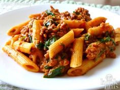 This delicious pasta with minced meat and sun-dried tomatoes is delicious! - Page 2 of 2 - KookFans. 150 g pasta 150 g minced meat pinch of salt and pepper half an onion, chopped 1 c - Pasta And Mince Recipes, Fresh Tomato Recipes, Beef Recipes, Cheap Recipes, Easy Skillet Dinner, Dinner With Ground Beef, Tomato Sauce Recipe, Spinach Pasta, Pasta Dishes