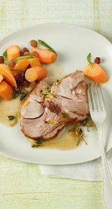 Cabri rôti au romarin, à la sauge, au citron et au marsala, et accompagné de carottes aux raisins secs