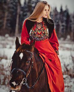 Instagram media by ognejaraa - Иди ко мне, не бойся. Я поведаю тебе силу любви ❤️ Сделай шаги на встречу ко мне, и я покажу тебе другой мир Рискни и не слушай других. Это стоит того, поверь ✨#любовь#рискуй#идикомне#славянка#счастье#лошадь#красноеплатье#русь#животные#блондинка#питер#спб#снег#кайф#россия#русскийстиль#зима#снег#модныйдом#фотосессия#Russianmodel