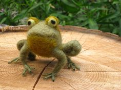 Needle felted frog fully poseable by Ainigmati on Etsy, $80.00