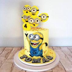Minon with lollipops by alenascakes from { { FeedTitle} }{ { EntryUrl} } Fondant Minions, Minion Cupcakes, Superhero Cupcake Toppers, Superhero Cake, Easy Minecraft Cake, Minecraft Houses, Cake Story, Movie Cakes, Minion Birthday