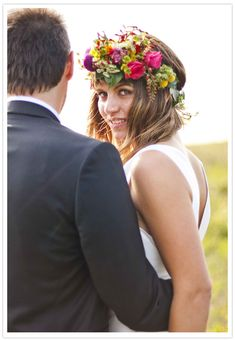 prettiest wedding hair garland #colorful