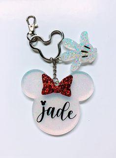 Diy Resin Art, Diy Resin Crafts, Diy Crafts To Sell, Resin Jewelry, Jewelry Crafts, Diy Resin Keychain, Keychain Design, Disney Crafts, Cute Crafts