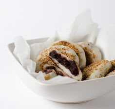 Sticky Rice Cake with Red Bean Paste Recipe with step-by-step pictures and video - Sweet and fresh. Crispy on the outside with a gooey texture inside. Healthy Chinese Recipes, Authentic Chinese Recipes, Asian Recipes, Healthy Food, Healthy Eating, Red Bean Dessert, Biscuits, Red Bean Paste, Paste Recipe