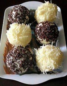 Resep Bola Bola Singkong Coklat Keju Enak Praktis Donut Recipes, Cookie Recipes, Snack Recipes, Dessert Recipes, Snacks, Brownie Desserts, Coconut Dessert, Resep Cake, Refreshing Desserts
