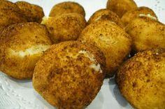 Imagen obtenida: croquetas-de-huevo-duro.recetascomidas.com   Preparamos sobre 45 croquetas   Necesitamos   2-3 huevos cocidos  50 gramos ...