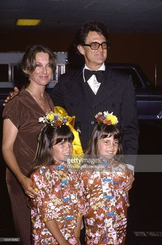 Lindsay and Sidney Greenbush with their parents actor Billy Green Bush and Carole Kay Bush circa 1980 in Los Angeles, California.