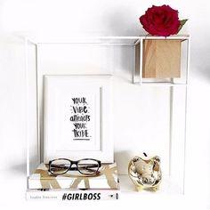Organize livros e outros objetos com um toque moderno!  A prateleira cubist vem com uma pequena caixinha de madeira removível que serve para colocar canetas acessórios e plantas.  Fica perfeito no home office e faz uma ótima composição com relógios e molduras! Pesquise em nosso site PRATELEIRA CUBIST Valor: R$ 28400  Site http://ift.tt/XwEeGN  Entregamos em todo Brasil.  Estamos no e-mail vendas@coisasdadoris.com.br para tirar sua duvidas.  Whatsapp: (11)998087150  #prateleira #cubist…