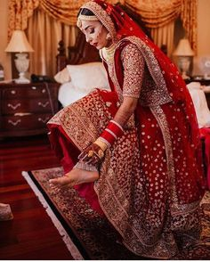 61 Fabulous Bridal Poses For The Stunning Bride-to-be Indian Bridal Outfits, Indian Bridal Lehenga, Indian Bridal Wear, Indian Dresses, Bridal Dresses, Asian Bridal, Pakistani Bridal, Indian Clothes, Bridal Poses