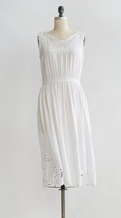 Vintage Feminine Summer Dress / Vintage White Summer Dress / Lochaline Dress