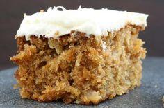 De carot cake- ook glutenvrij te maken.   Meel vervangen door 75 gram boekweit- 75 gram volkoren rijstmeel en 75 gram dr schar mix C.