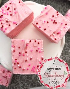 This Strawberry Fudge only needs 2 ingredients and 2 hours! It will make your Valentine's heart skip a beat and satisfy their sweetest tooth! Valentines Day Dinner, Valentines Day Treats, Holiday Treats, Strawberry Fudge Recipe, Strawberry Frosting, Valentine Desserts, Few Ingredients, White Chocolate Chips, Fudge Recipes