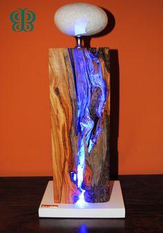 ALCANTARA - Una luce a led di colore blu lo attraversa da parte a parte come il fiume Alcantara le sue strette gole levigando e modellando le pareti per aprirsi il passaggio.
