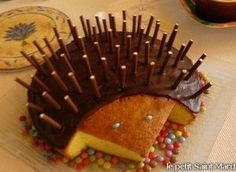 14 Wundervolle hausgemachte Kuchen – Astuc Hedgehog cake with Mikado and Smarties. 14 Wonderful homemade cakes Astuc hedgehog cake with Mikado and Smarties. Funny Birthday Cakes, Funny Cake, Cake Birthday, Baby Food Recipes, Cake Recipes, Dessert Recipes, Hedgehog Cake, Food Humor, Memes Humor