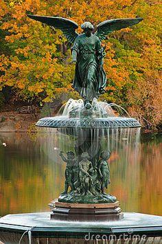 Bethesda Fountain in Central Park ...