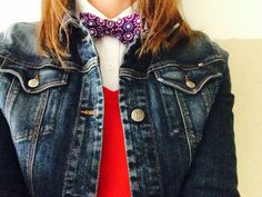 Cotton bow tie, v-neck sweater, jean jacket. Simple and stylish.