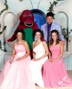 18 Hilariously Bad Prom Pictures 16 - https://www.facebook.com/different.solutions.page