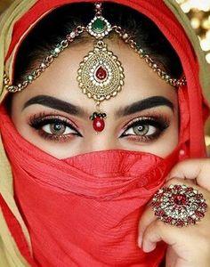 Freshtone premium hazel Comes with free case Makeup Beautiful Hijab, Beautiful Eyes, Pretty Eyes, Cool Eyes, Arabic Eyes, Indian Eyes, Arabic Makeup, Arabian Beauty, Arab Women