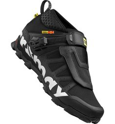 Designed for versatile cross-country use, the Crossmax shoe puts an emphasis on comfort and stability. Mtb Shoes, Cycling Shoes, Cycling Outfit, Shoe Boots, Sport Fashion, Mens Fashion, Sneakers Sketch, Black Nike Shoes, Sneaker Boots