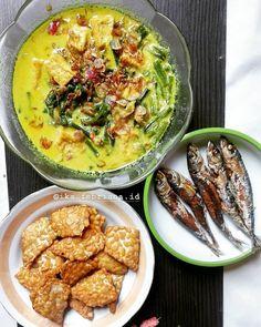 resep sayur lodeh instagram Clean Recipes, Cooking Recipes, Healthy Recipes, Healthy Food, Fried Banana Recipes, Fried Bananas, Meal Prep Plans, Indonesian Food, Diy Food