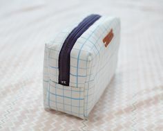 Small Make Up Bag Waterproof Fabric Case. Zip Pouch. Sewing Tutorial in Pictures.
