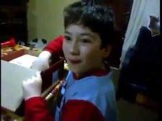 ¿Qué hizo? Quería una Tablet como la de sus amigos y le dieron una tabla de madera… | Ronnie Arias