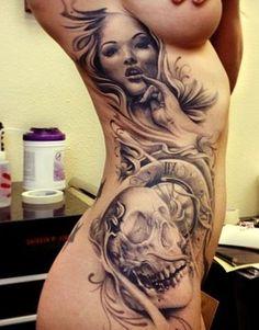 Twarz Kobiety I Czaszka Tatuaże Na żebrach