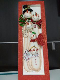 This Pin was discovered by Edith Torres. Discover (and save) your own Pins on Pinterest. Snowman Decorations, Snowman Crafts, Christmas Decorations, Christmas Ornaments, Holiday Decor, Christmas Crafts To Make, Christmas Projects, Merry Christmas, Foam Crafts