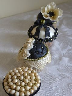 Elegant black and gold cupcakes - by ScrummyMummy @ CakesDecor.com - cake decorating website