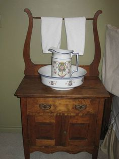 Dilly and Deirdre's wash stand with pitcher and wash bowl. Furniture, Wash Basin, Primitive Decorating, Primitive Bathrooms, Dry Sink, Vintage Furniture, Vintage Decor, Wash Stand, Wash Tubs