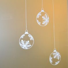 "9 Snowflake Bauble Clings (6"")"