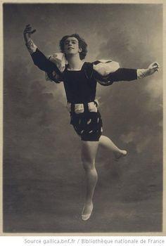 [Giselle : Vaslav Nijinsky (dans le rôle de Albrecht acte II) / photographie de Bert]
