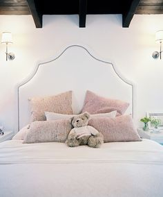 Like this tall headboard in this #bedroom. Teddy bear on #bed is cute too. :-)  http://cococozy.com