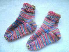 ~ NEU ~ handgestrickte Babysocken ~ Fußlänge ca. 7,5 cm ~  (0897)